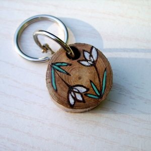 White_flower_keyring_4_300x300